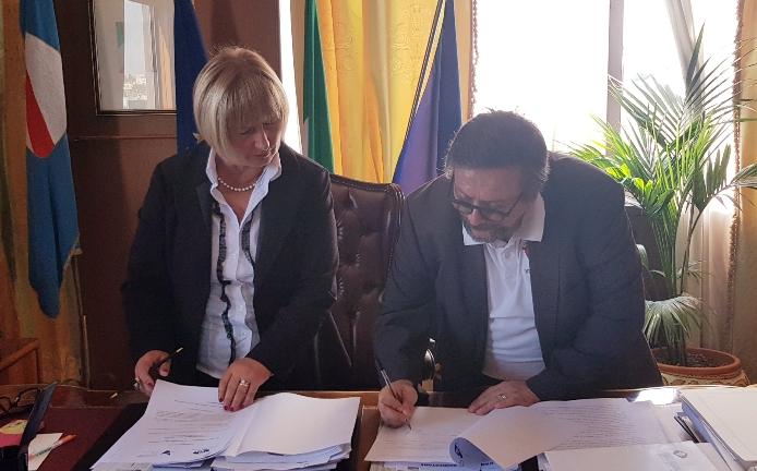 Rosetta D'Amelio e Pietro Spirito firmano il protocollo