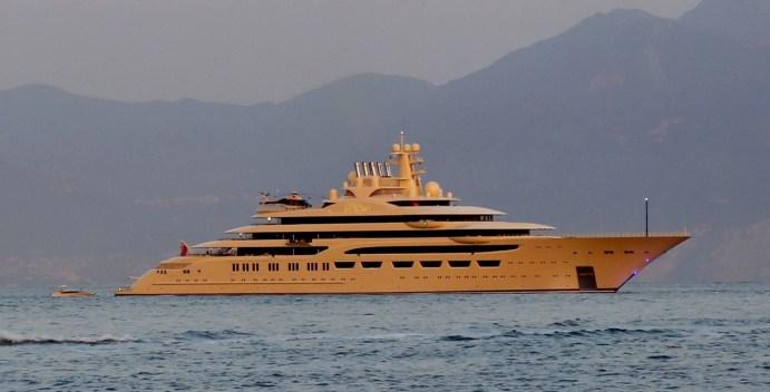 Yacht Dilbar (lunghezza:156 metri)