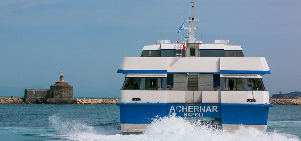Un traghetto Caremar