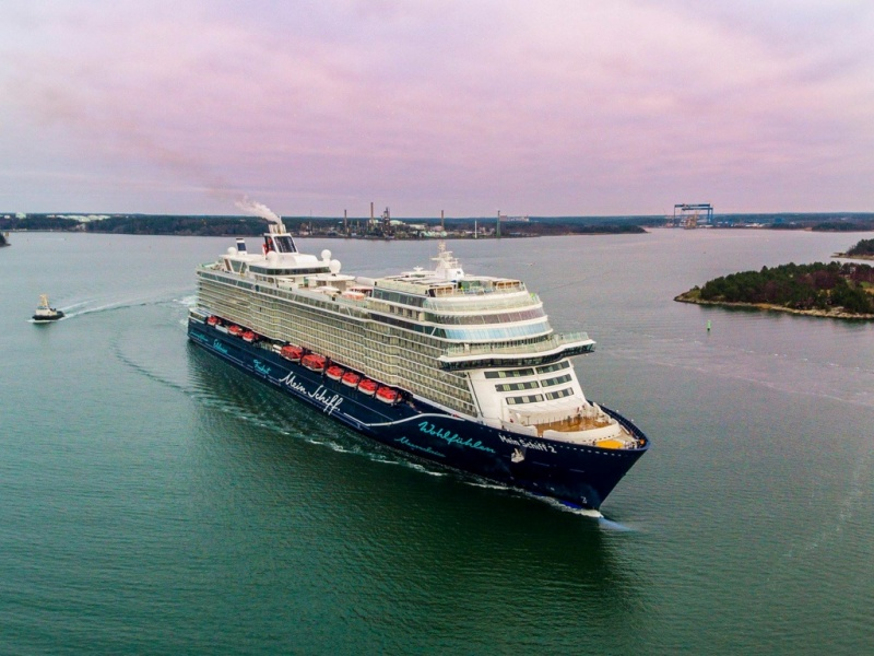 Mein Schiff 2 (Tui Cruises), 110,000 tons, 2,900 passeggeri