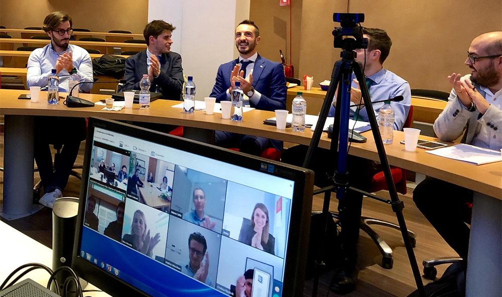 Borriello riceve l'applauso dei colleghi alla riunione di mercoledì del gruppo giovani di Fedespedi