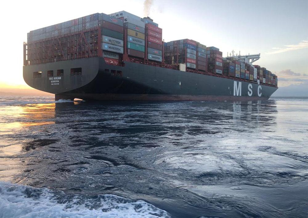 Msc Miriam attracca nel porto di Gioia Tauro
