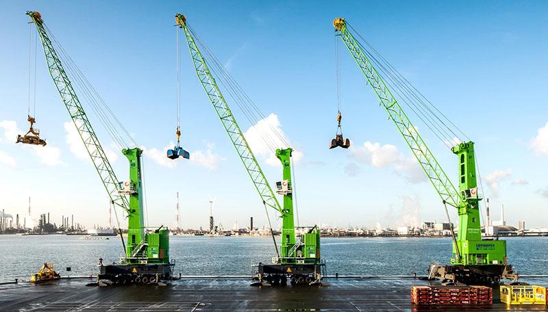 Le Konecranes Gottwald mobile harbor crane