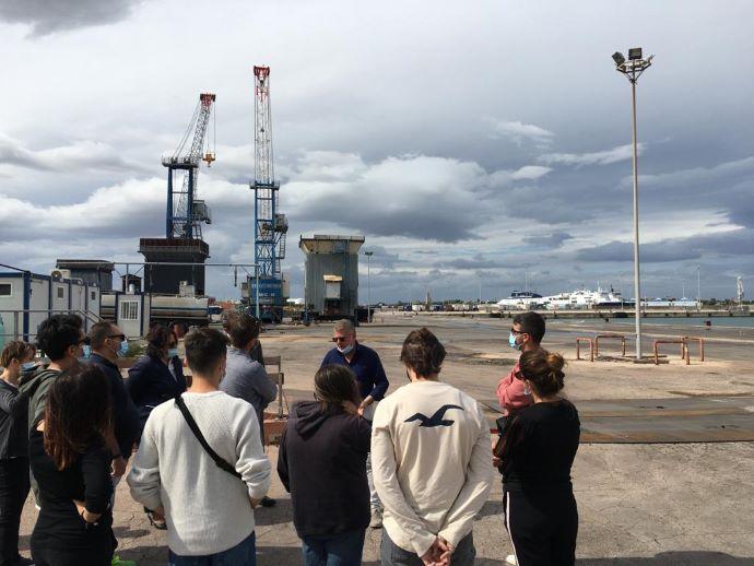 Gli studenti visitano il porto di Brindisi