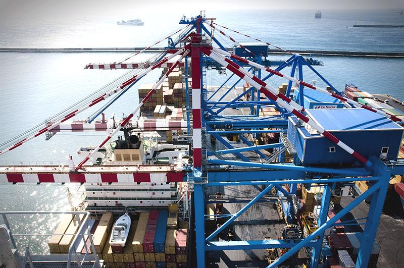Una nave Msc attraccata al terminal Conateco del porto di Napoli (conateco.net)