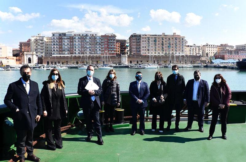 A sinistra, Raffaella Paita, presidente Commissione Trasporti Camera; al centro, Pino Musolino, presidente dei porti della Capitale